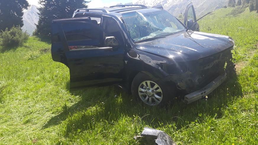 Toyota Land Cruiser 200 сорвалась с дороги на БАО