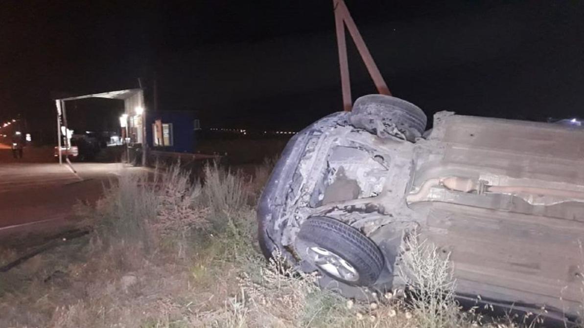 Nissan Qashqai влетел в экопост в Алматы