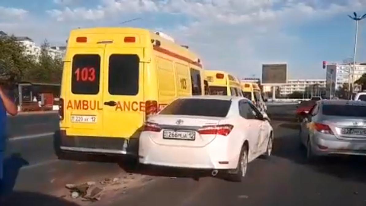 Две машины скорой помощи попали в ДТП в Актау