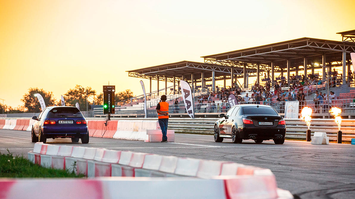 Автогонки в июле
