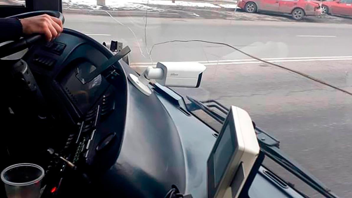 Камеры «Жолак» в автобусах засняли более 400 нарушений ПДД