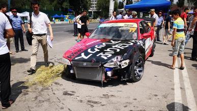 Машина влетела в толпу зрителей на соревнованиях в Бишкеке
