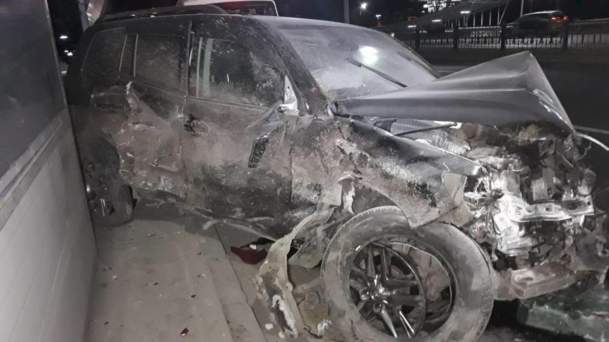 Лихач на Land Cruiser 200 устроил серьёзное ДТП на Аль-Фараби