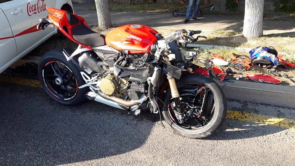 Мотоциклист разбился в Алматы