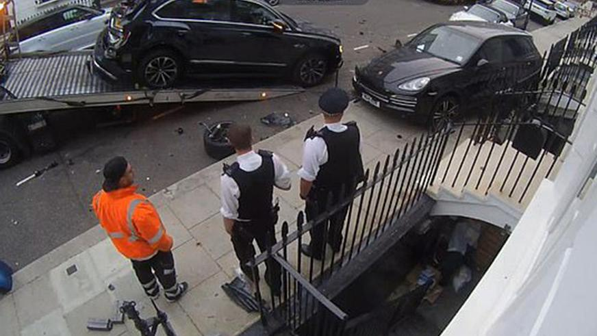 11 дорогих машин протаранил британец в Челси