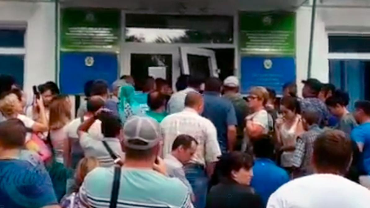 Дверь в спецЦОН выломали автомобилисты в Усть-Каменогорске