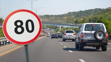 Глава МВД одобрил возврат к 80 км/ч в Алматы