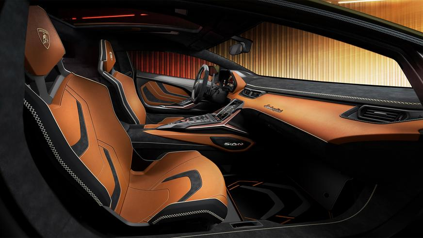 У Lamborghini появился первый серийный гибрид