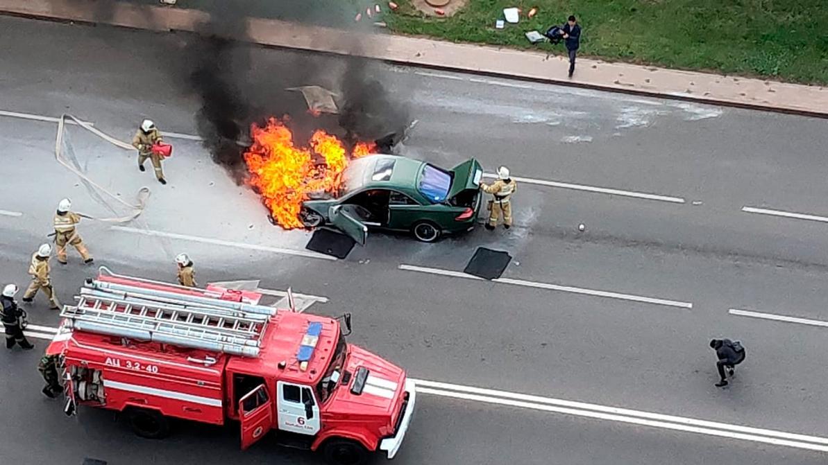 В центре Нур-Султана сгорел Mercedes-Benz CL55 AMG