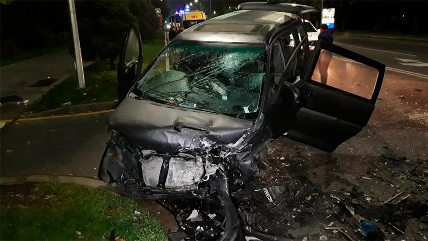 Две машины столкнулись в Алматы. Четверо пострадали