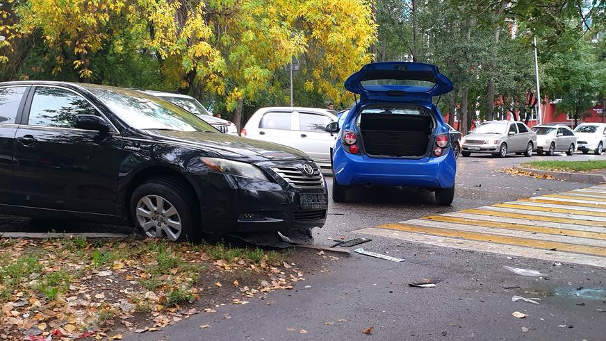 Три автомобиля столкнулись в Алматы