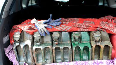 Вывозить из страны более 20 литров топлива запретили в Казахстане