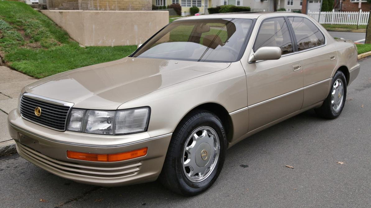 Почти новый Lexus LS400 выставлен на продажу
