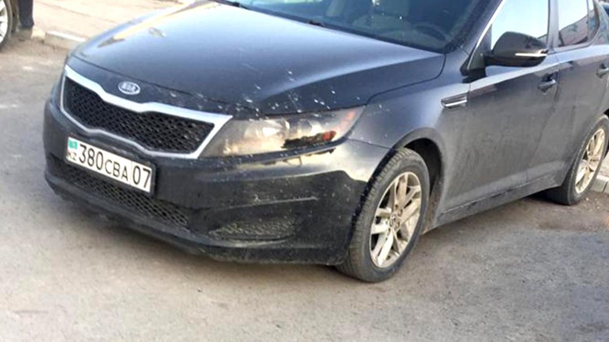 На автомобиле с подложными номерами ездила жена полицейского в ЗКО