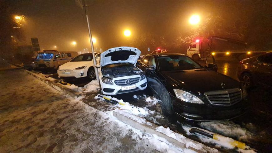 Porsche Panamera устроил массовое ДТП в Алматы