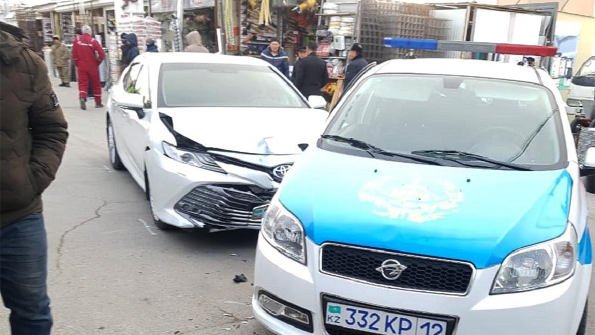 Пьяный водитель, уходя от погони, врезался в полицейское авто в Актау