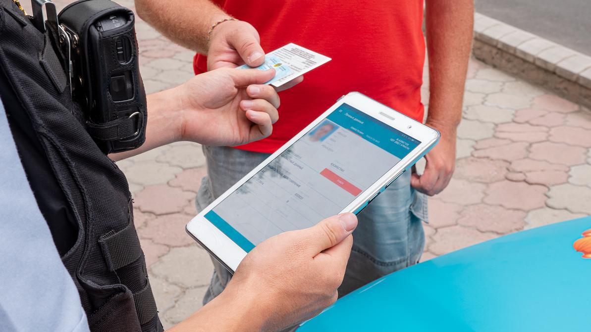 За забытые права или техпаспорт штрафовать в Казахстане перестанут