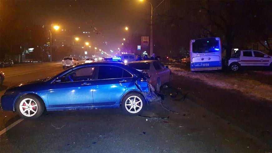Троллейбус протаранил две машины и сбил пешехода в Алматы