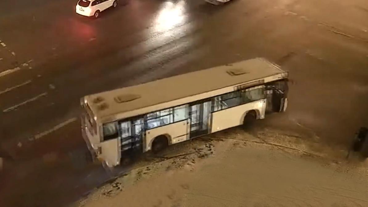 Угнали на глазах у водителя маршрутный автобус в Нур-Султане