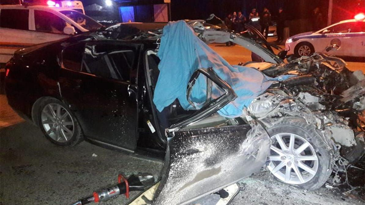 Lexus GS врезался в бетономешалку в Алматы