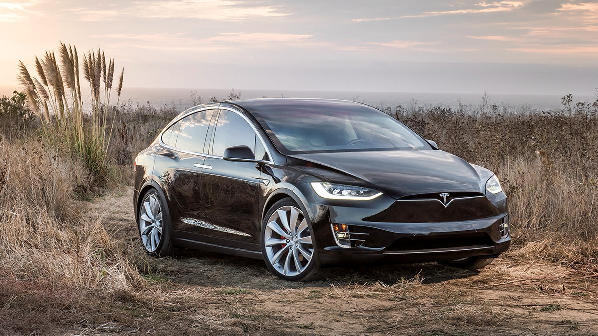 Tesla отзывает около 15 тысяч Model X