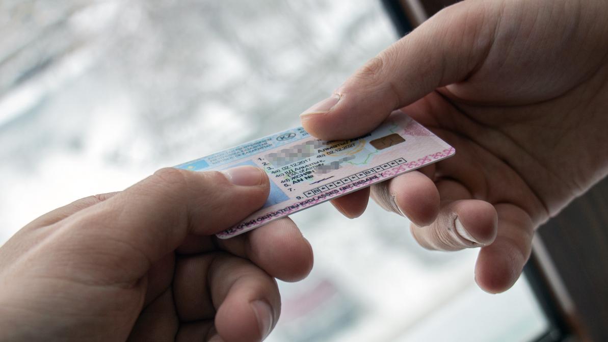Купить права хотел житель Шымкента, но попал на удочку мошенника