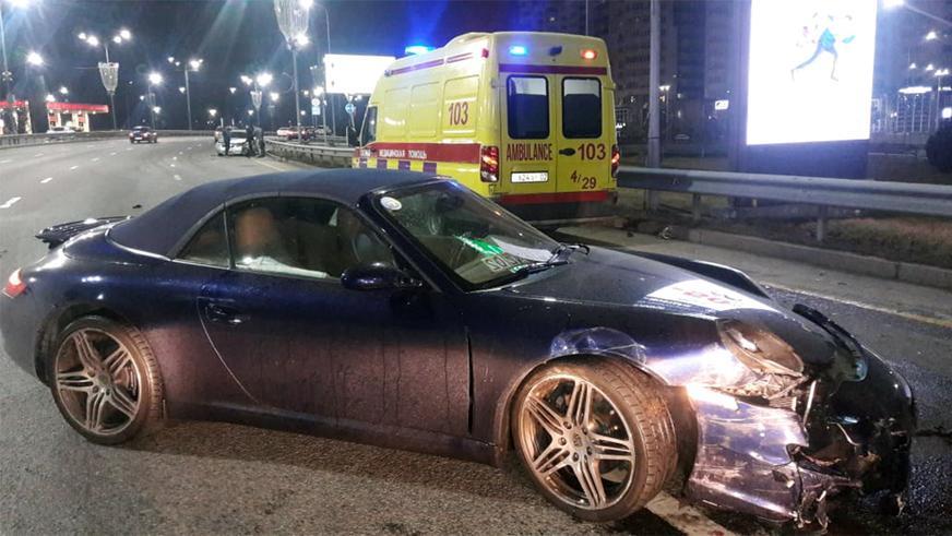 Toyota Camry и Porsche 911 столкнулись в Алматы
