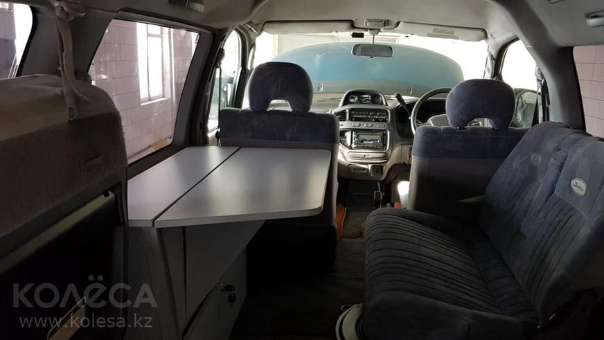 Шестиколёсная Mitsubishi Delica за 5 млн тенге