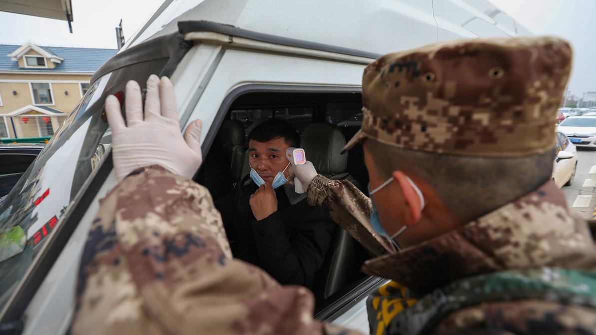 У въезжающих в Алматы на блокпостах будут измерять температуру