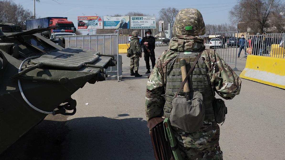 Ходить только на работу и в магазин разрешат жителям Алматы и Нур-Султана
