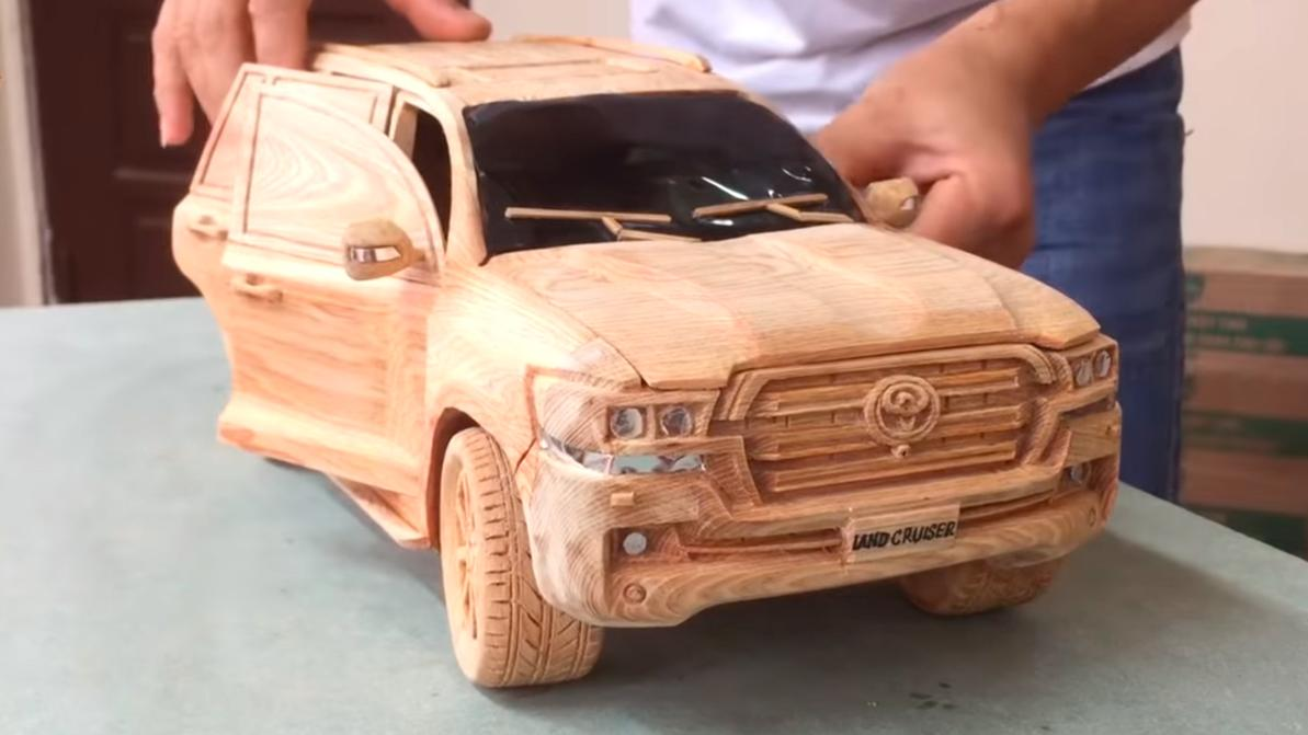Toyota Land Cruiser 200 из дерева