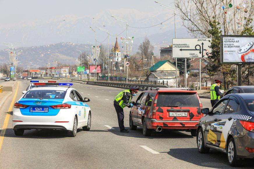 Почти в пять раз стало меньше машин на дорогах Алматы