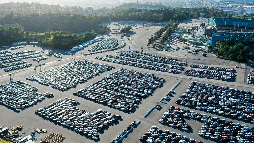 «Херц» разорился, сотни тысяч машин никому не нужны