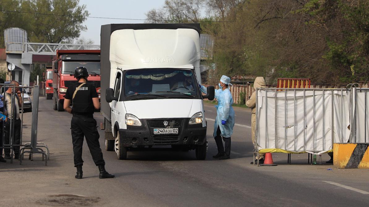 Блокпосты между регионами Казахстана начнут снимать 1 июня
