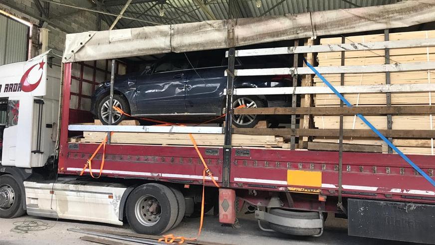 Угнанный Mercedes-Benz спрятали в фуре и пытались вывезти в Кыргызстан