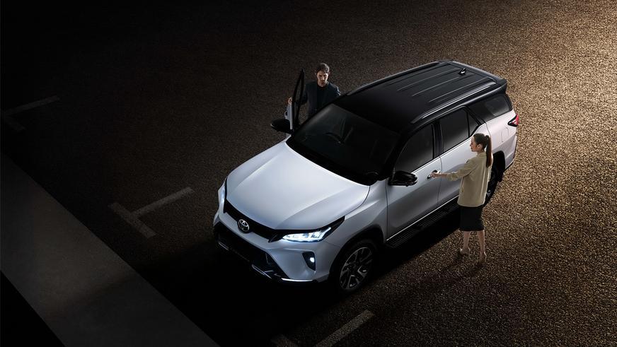 Вслед за Hilux показали обновлённый Toyota Fortuner
