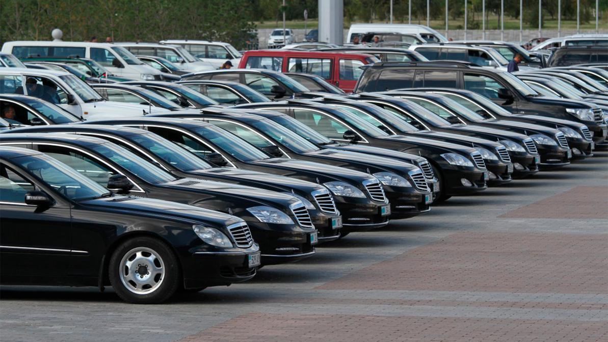 Нацкомпаниям в РК на три года запретили покупать импортные автомобили