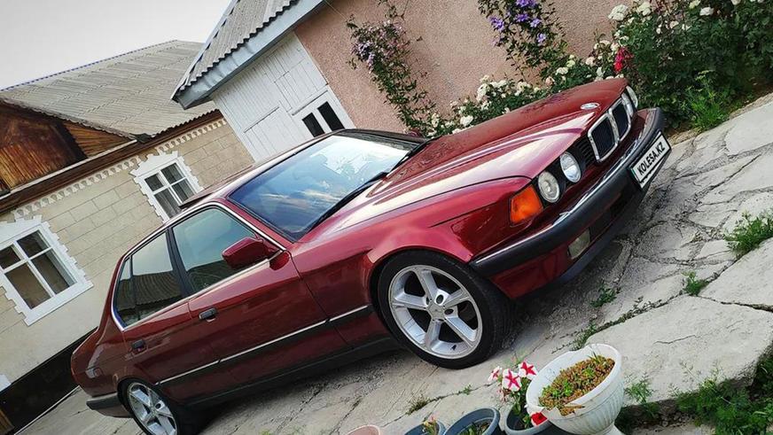 «Семёрка» BMW E32 простояла у дилера 23 года