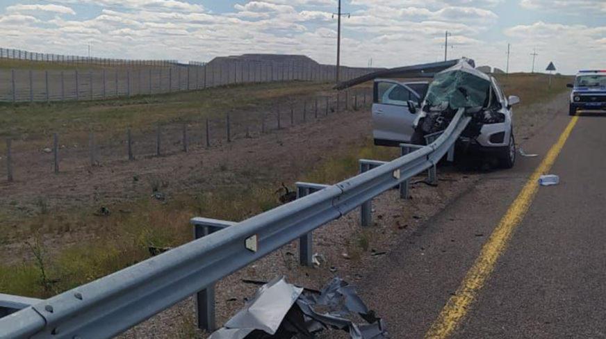 Отбойник прошил насквозь Chevrolet Tracker