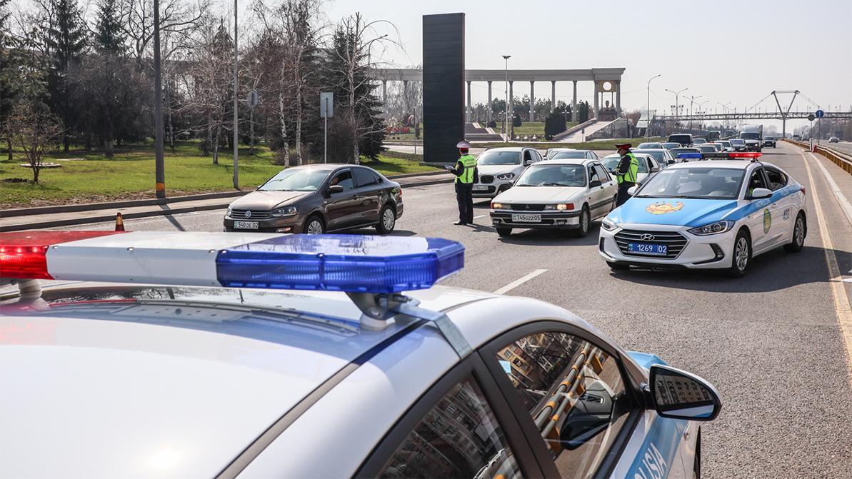 Закрыть казахстанцев дома на месяц предлагает новый глава Минздрава