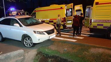 Скорая помощь протаранила Lexus RX в Алматы