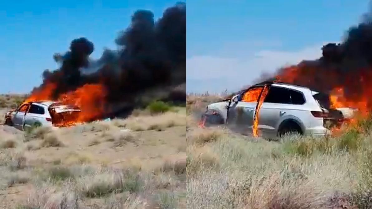 Volkswagen Touareg сгорел из-за сухой травы на Балхаше