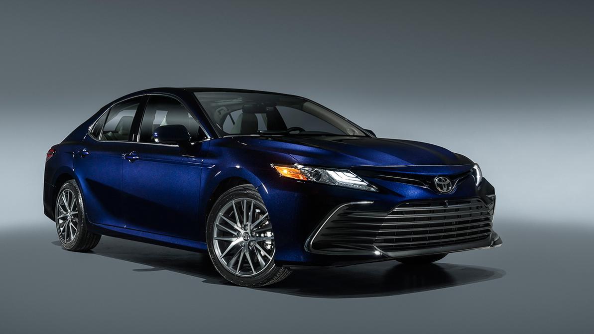 Toyota Camry 70 едва заметно обновилась