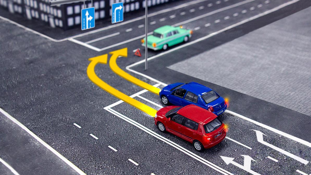Школа «Колёс»: одновременный поворот двух авто направо
