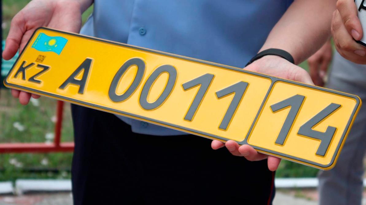Проблемы с выдачей номерных знаков вновь возникли в Алматы