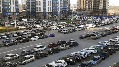 В России стали активнее запрещать дворовые парковки