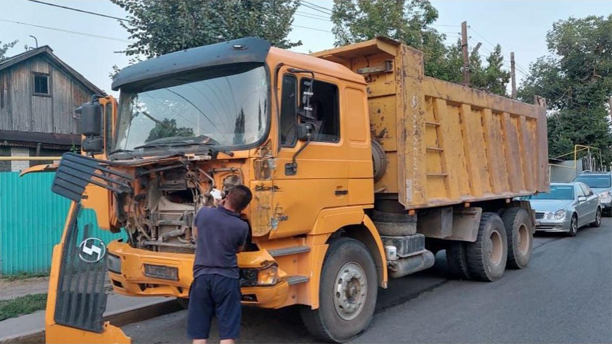 Массовое ДТП в Алматы: у китайского самосвала отказали тормоза