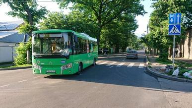 Автобус сбил насмерть женщину на Жангельдина в Алматы