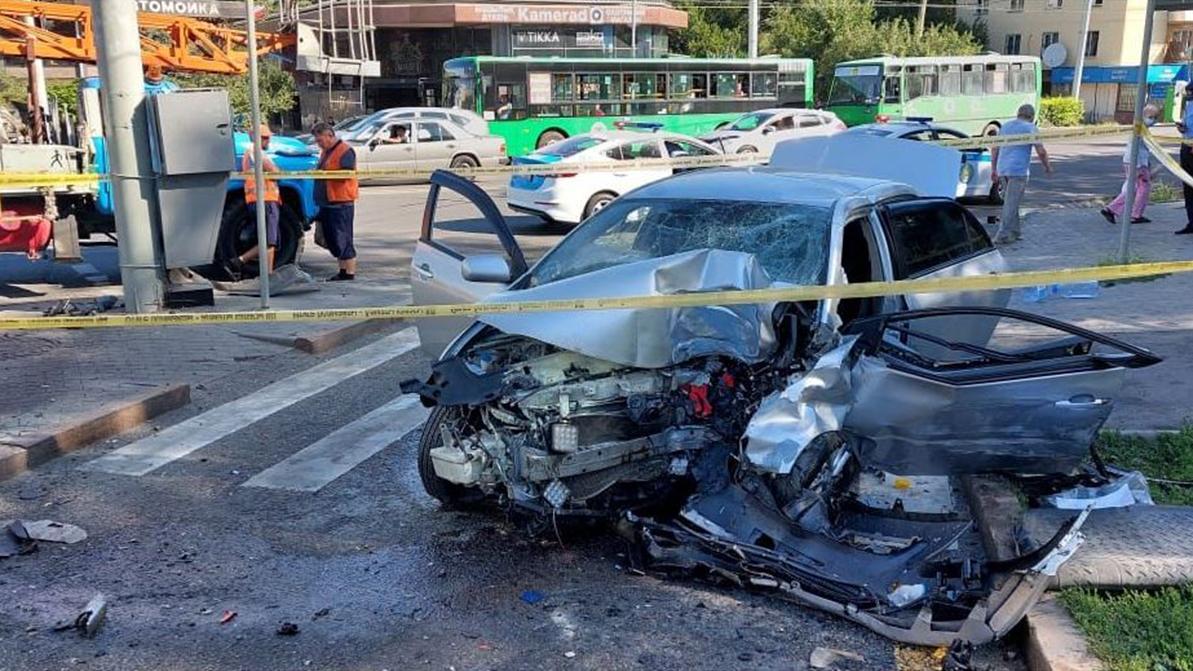 Два серьёзных ДТП произошли в Алматы в минувшие выходные