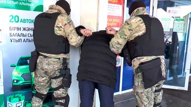 «Помогайку» и его помощника задержали полицейские в спецЦОНе